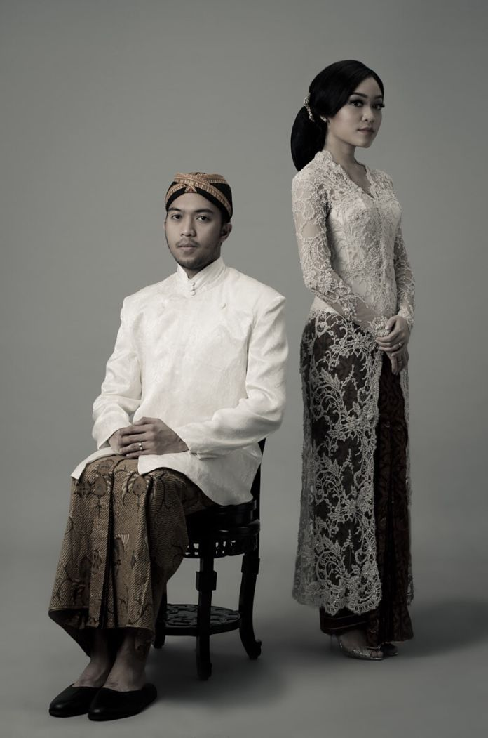 Engagement photoshoot with Javanese traditional theme   Tasya And Andy by Tala   http://www.bridestory.com/tala/projects/tasya-and-andy