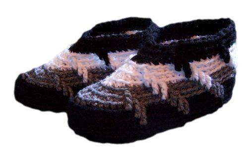 Resultado de imagem para Crochet Apache Tears Slippers