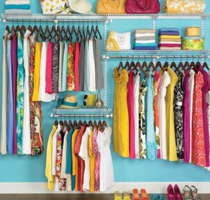 Offener kleiderschrank selber bauen  ankleidezimmer-selber-bauen-wandfarbe-türkis-begehbarer ...