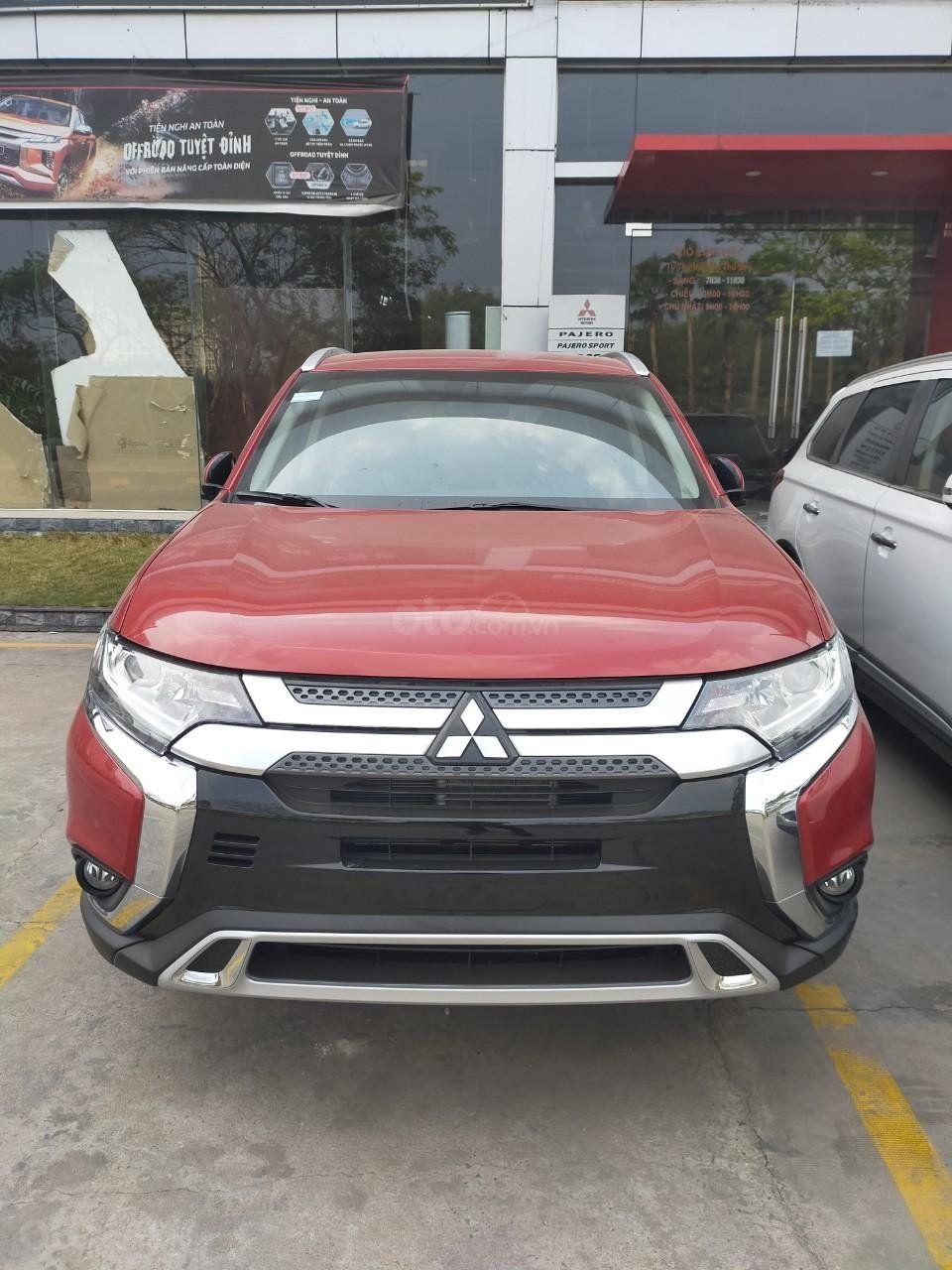 Mitsubishi Quận 7 New Outlander 2020 đủ Mau Giao Xe Nhanh Nhất ưu đai Khủng 7 Chỗ Cach Am Tốt Gia Từ 825tr Trong 2020