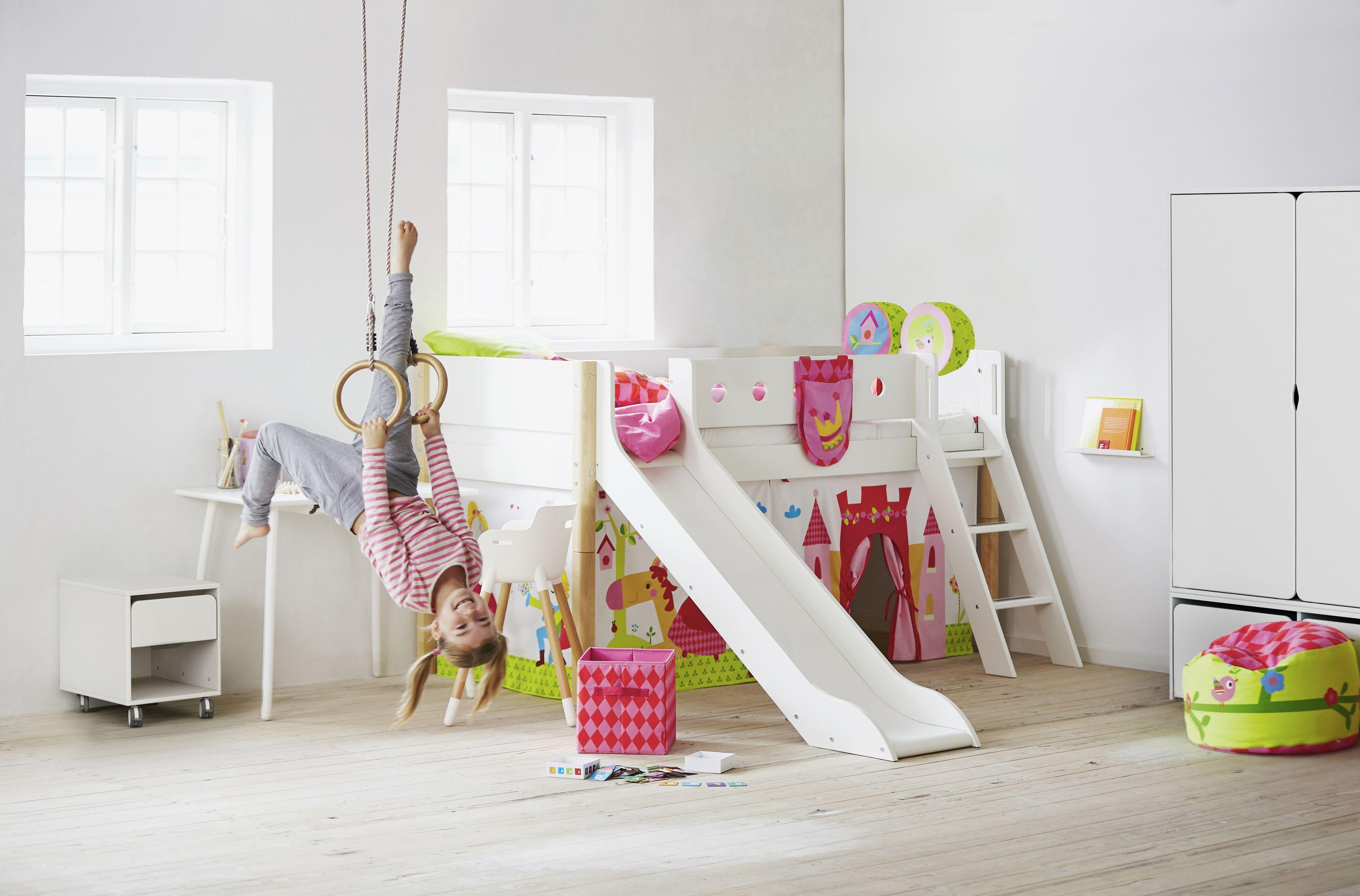 Kinderzimmer mit halbhochbett flexa white individuell for Kinderzimmer halbhochbett