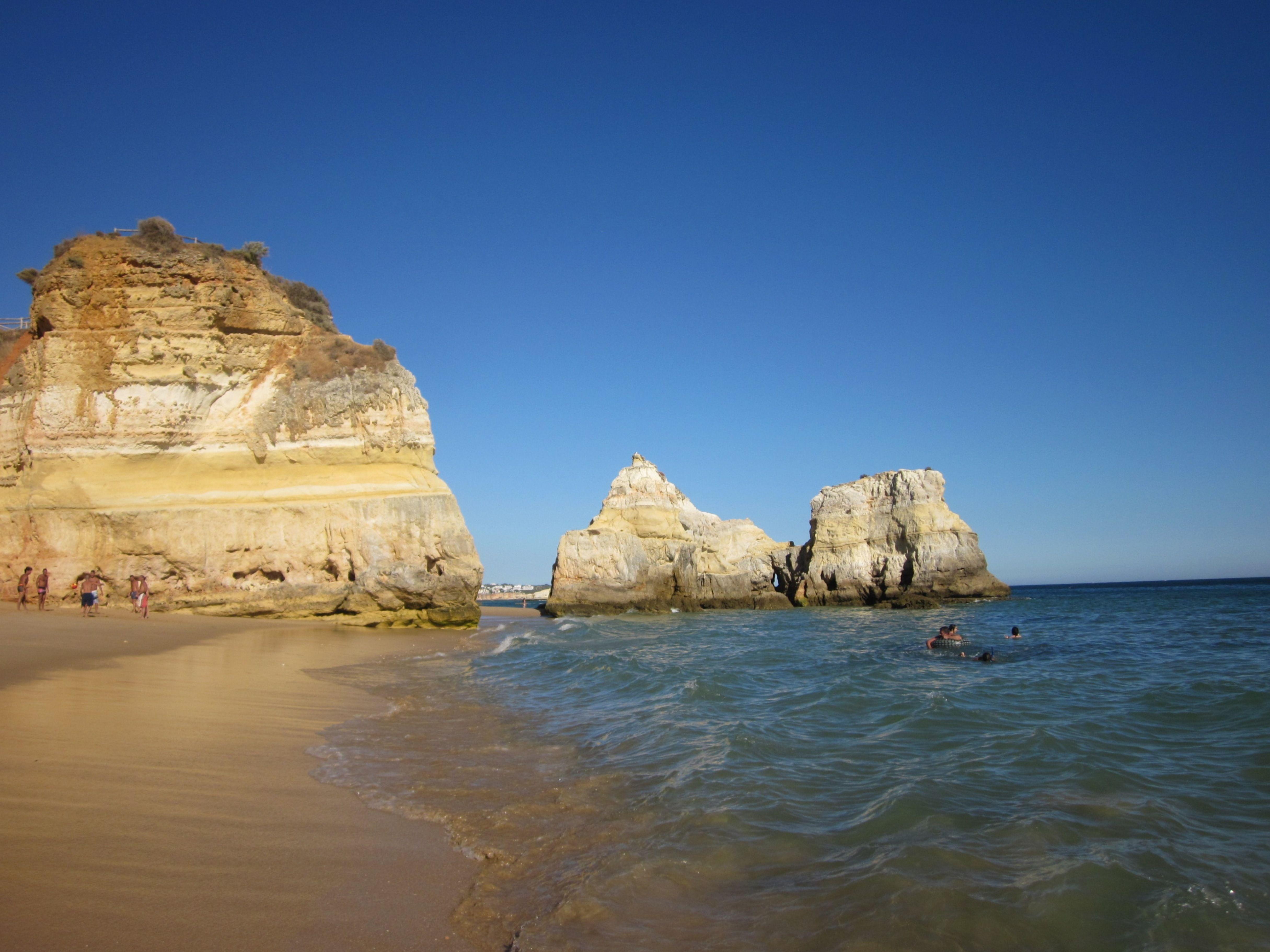 Algarven rannikon upeimmat hiekkarannat ovat Praia da Rochalla. #Portugal #PraiaDaRocha #Aurinkomatkat