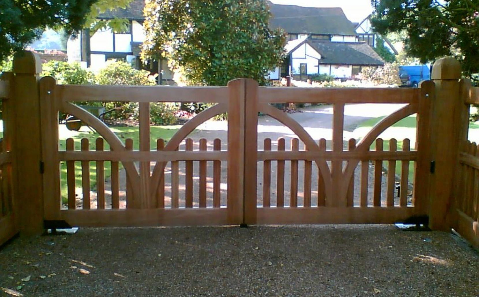 Automatic Wooden Electric Gates In Essex Kent Surrey And London Electric Gates Wooden Electric Gates Sliding Gate