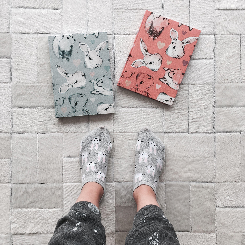 Noche de pijama cómoda, trabajo y muchos CONEJOS  #bunnies #fashion #illustrated #notebooks