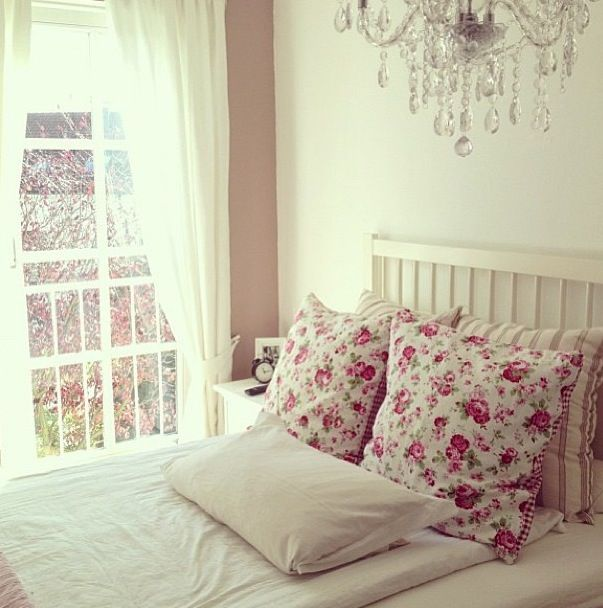 Pretty bedroom for girls