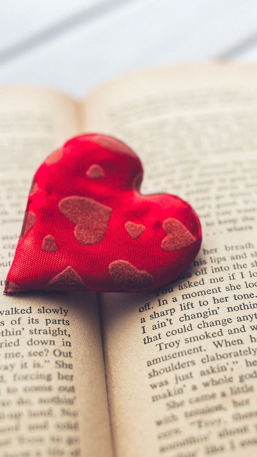 Romantic Heart Love Book Read Iphone 6 Plus Wallpaper