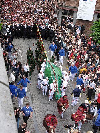De draak (bijgenaamd Doudou) in Bergen