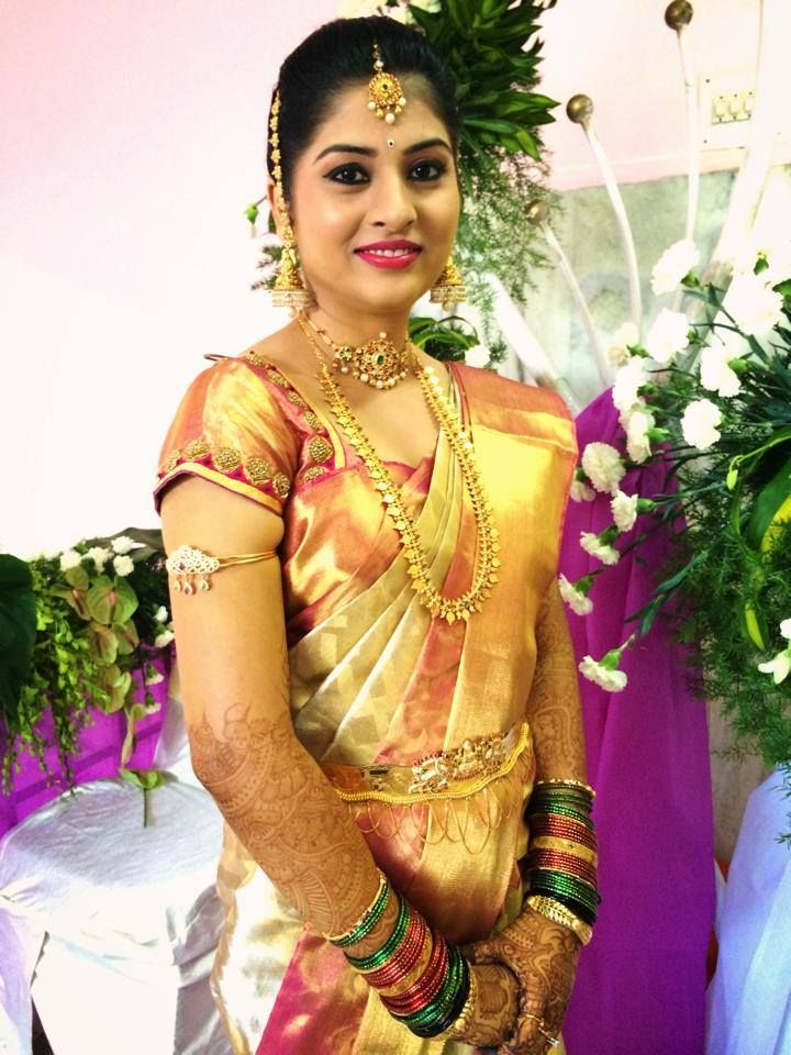 Traditional Southern Indian Bride Wearing Bridal Hair Saree And Jewellery. Muhurat Look. Makeup ...