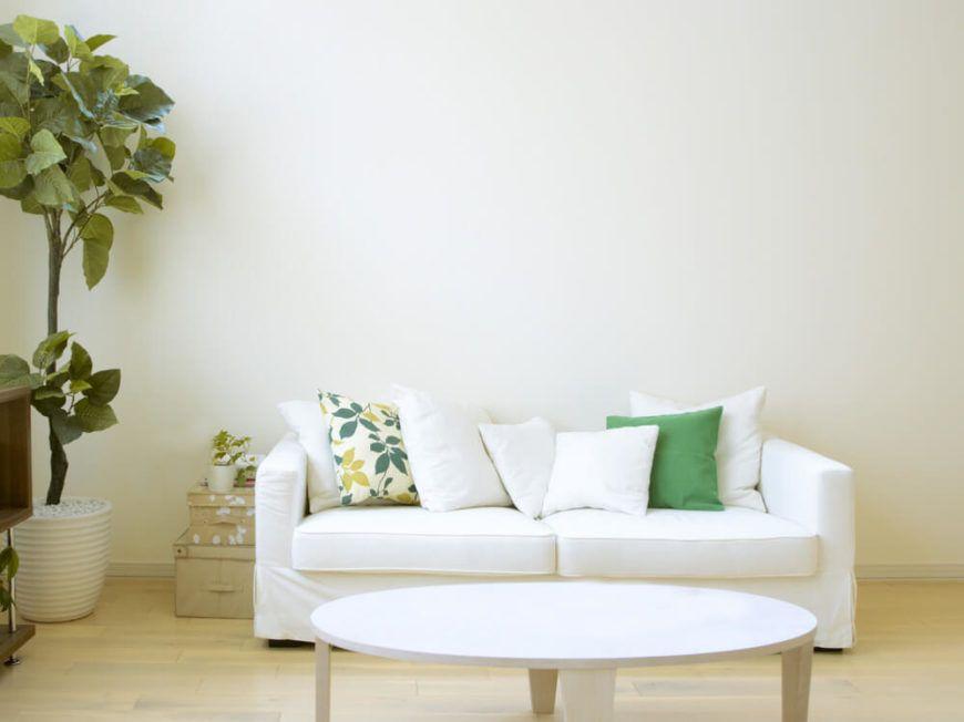 35 Sofa Throw Pillow Examples Sofa Decor Guide Home Stratosphere White Couch Pillows White Pillows White Couches