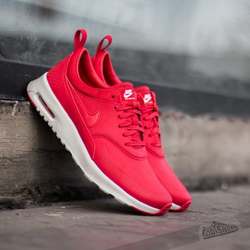 red air max thea nike silver