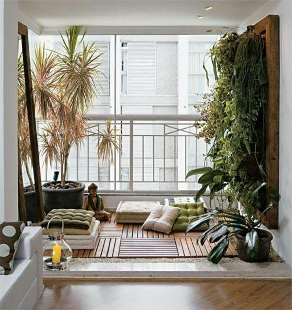 terrassengestaltung balkonpflanzen holzfliesen sitzkissen Blumen