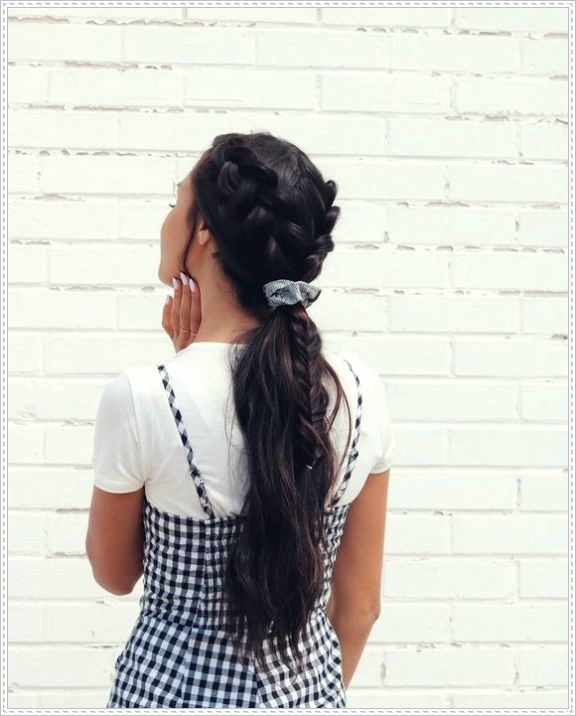 15 Hairstyles you can achieve with one or several scrunchiesShort and Curly Haircuts