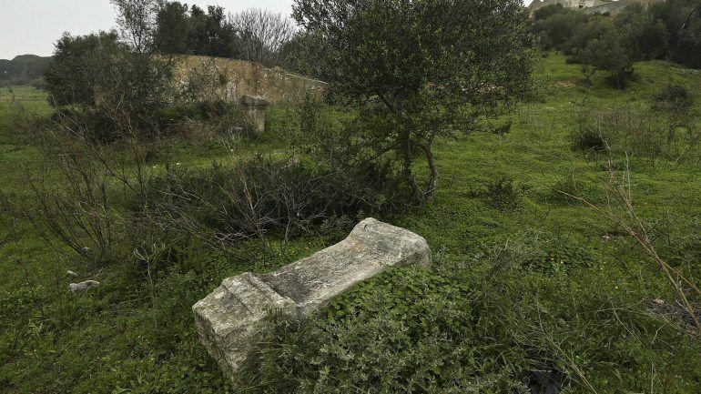 Supõem-se existirem vestígios da cidade romana de Balsa na Quinta da Torre D'Aires, mas técnicos consideram que é possível apostar na agricultura e, ao mesmo tempo, salvaguardar o património.