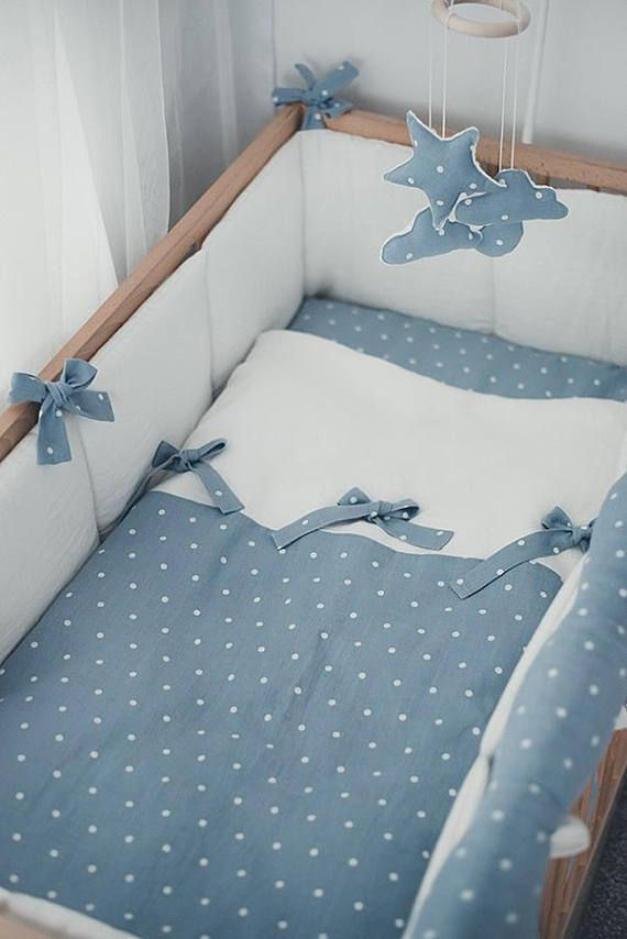 Linen crib bumpers – white cot bumper – all around cot bumper with blue laces - natural baby bedding - lin Lit bébé choc #ideasforbalcony