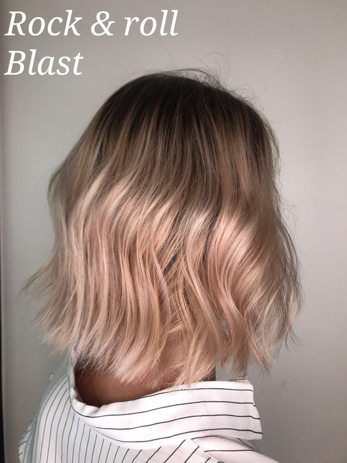 Cool toned blondebalayage decorbiekapper semi short hair u lob