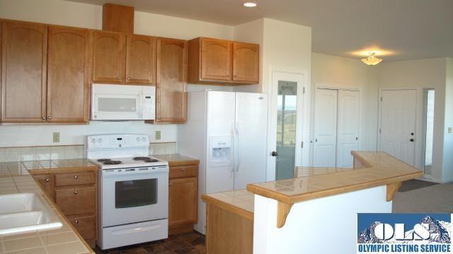 21 American Eagle Dr Sequim Wa 98382 Glass Door Kitchen
