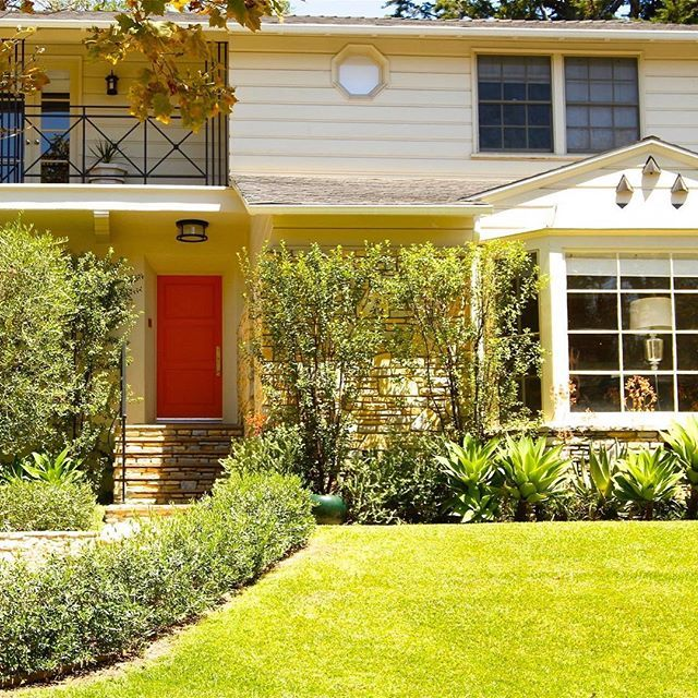 Make a statement with an orange door! #westwoodlandscape #teryldesigns #frontdoorfabulous#gardenista