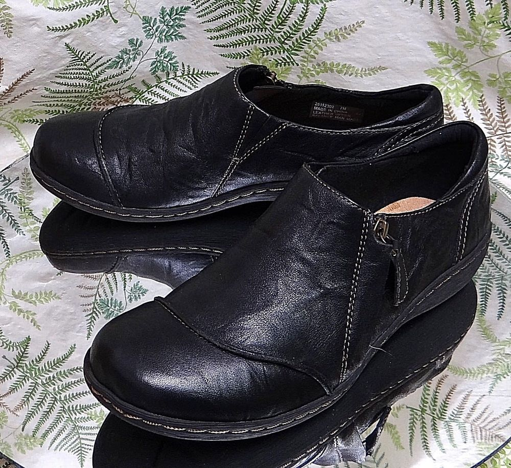 CLARKS BLACK LEATHER LOAFERS SLIP ONS