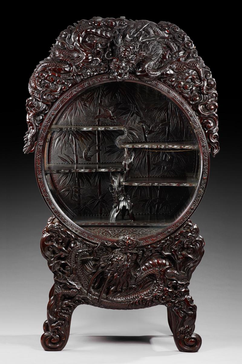 Indochine Rare Et Belle Vitrine D Exposition Richement Sculptee En Mis En Vente Lors De La Vente Art D Asie Neuilly A Agut Art Antiques Mother Of Pearl