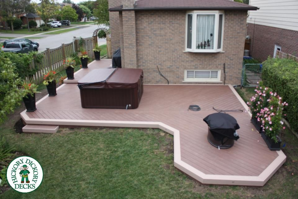 Party Deck in Meadowvale. Built by the Mississauga N/W Franchise, this 650 square foot VEKA Cayenne Deck with surrounding VEKA Mocha border supports a