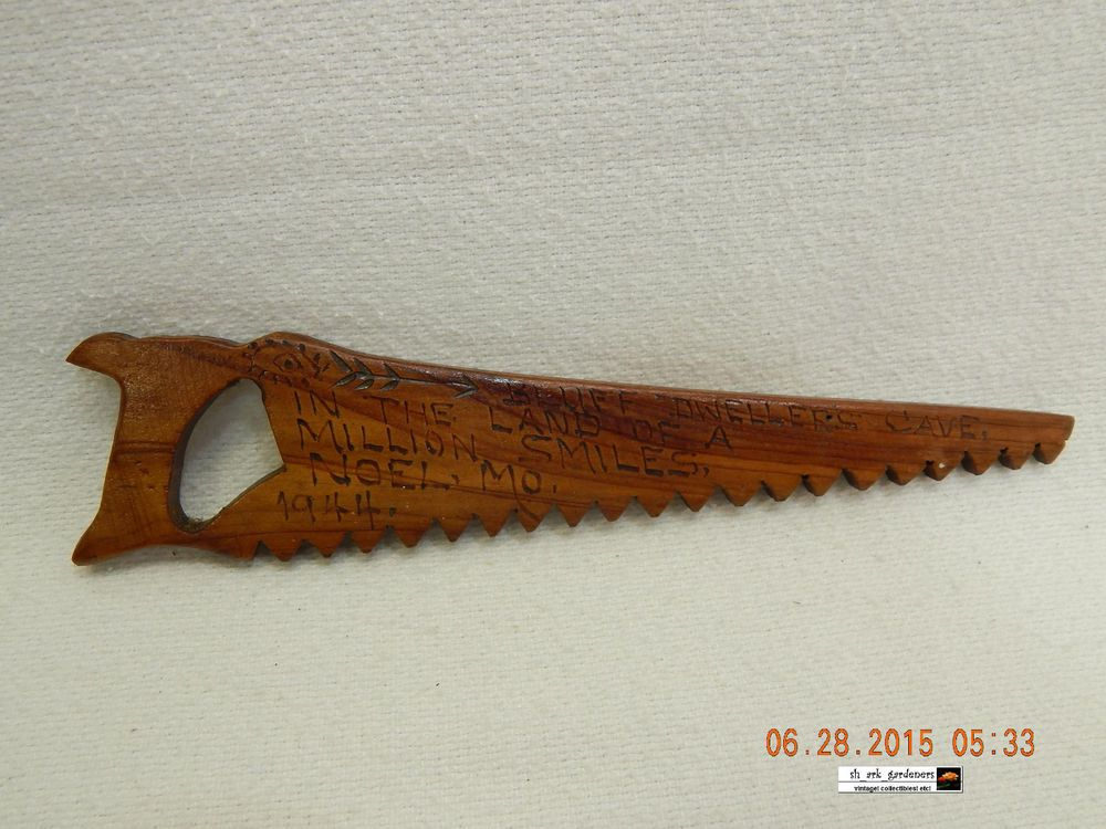 BLUFF DWELLER'S CAVE-WOODEN SAW! NOEL, MO. ! TRAVEL MEMORABILIA! 1944! AS IS!