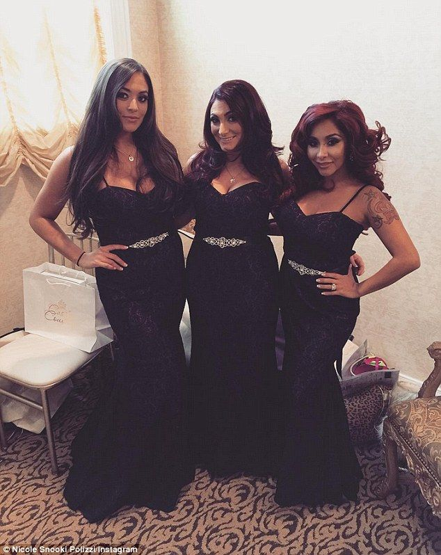 Jwoww Shares First Pic Of Extravagant Wedding Dress With 10 Foot Train Jwoww Wedding Extravagant Wedding Dresses Bridesmaid Dresses