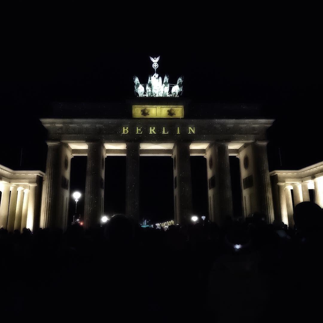 Sternchenpb On Instagram Brandenburger Tor Brandenburgertor Brandenburggate Berlinleuchtet Lightsbyeon Berlin Me Instagram Marina Bay Marina Bay Sands