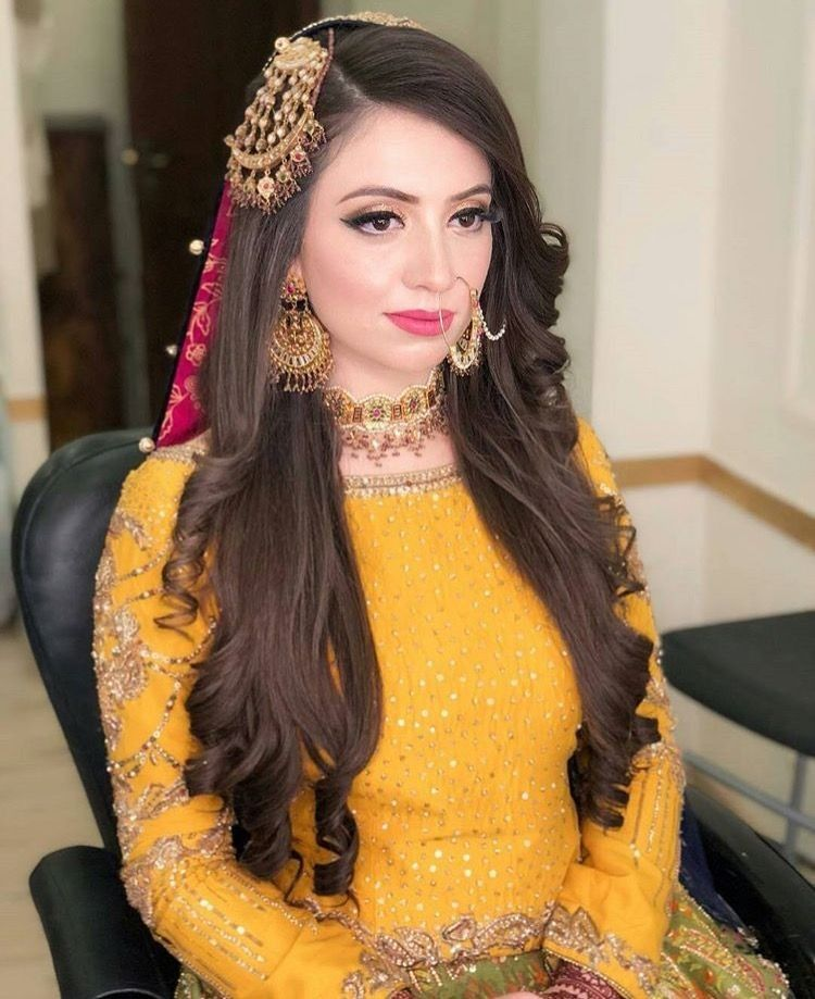 Pakistani Hairstyles Buns: Pin By Haadia Jamali On Lehanga