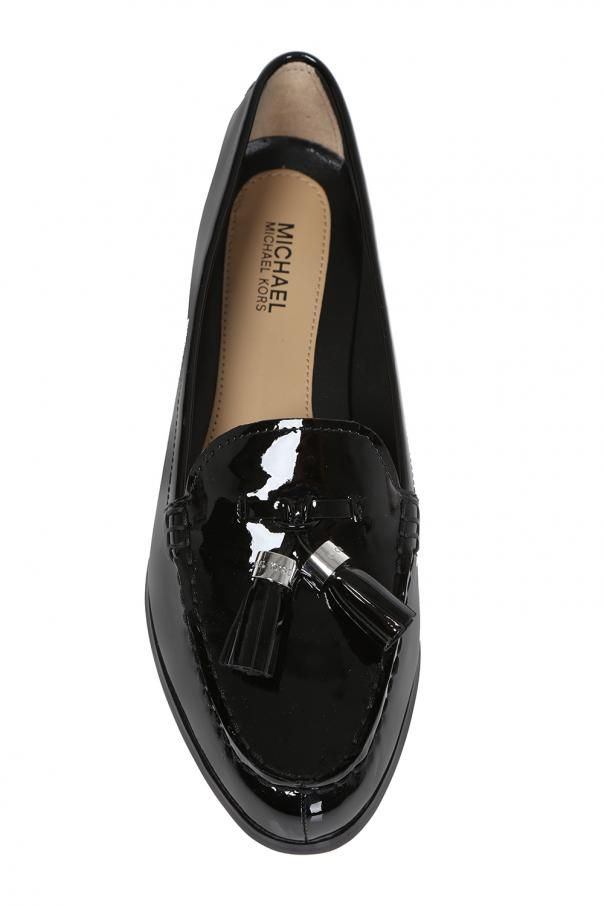 Czarne Buty Typu Loafers Model Callahan Michael Michael Kors Wykonane Z Gladkiej Lakierowanej Skory Z Przodu Dekoracyjny Element W Kolorze Srebrnym Z Wy