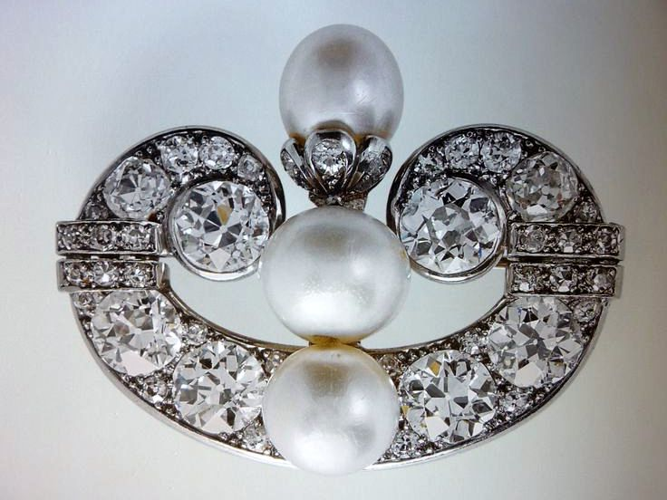 The Queen Mother S Greville Scroll Brooch Inherited By - Queen Mother S Art Deco Bandeau Tiara