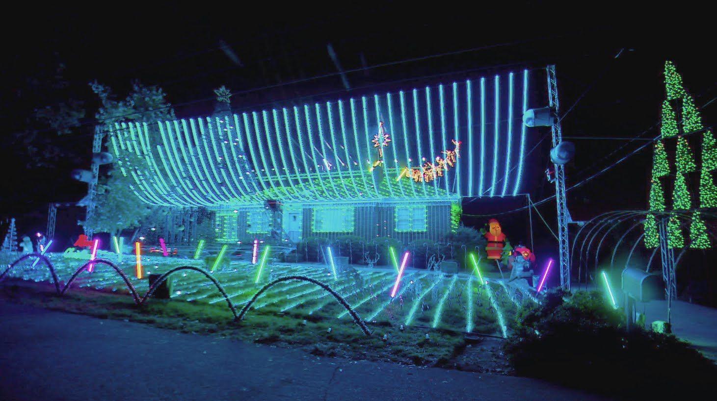 Silver Bells Pelletier Family Light Show - The Great Christmas Light ...