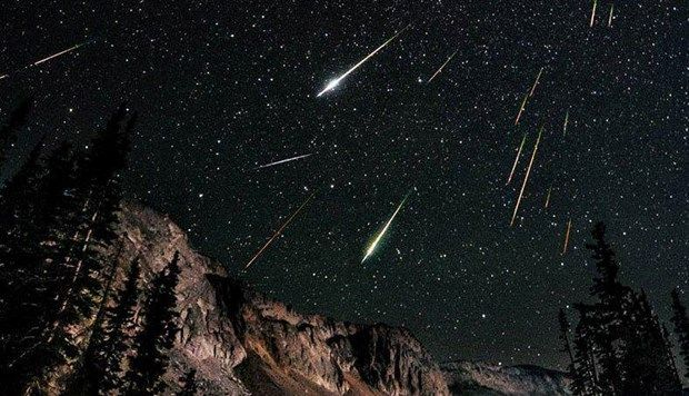 Halley In Kalintilari Nefes Kesti Meteor Yagmuru Yildiz