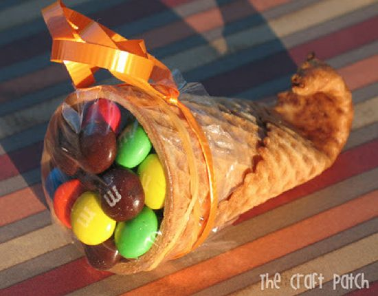 Thanksgiving Cornucopia treats that are so fun for the kids! These look so  cute as a seat marker for your holiday dinner!