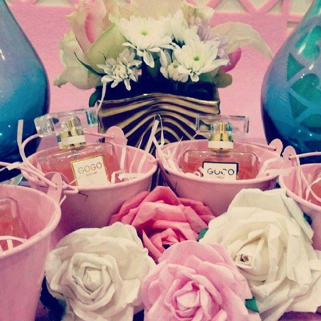 Almeshal Gifts On Instagram جديدنا توزيعات ميني شانيل مع امكانية اضافة الثيم على السطل وامكانية اضافة وردة جورية مع العط Flamingo Party Balloons Gifts