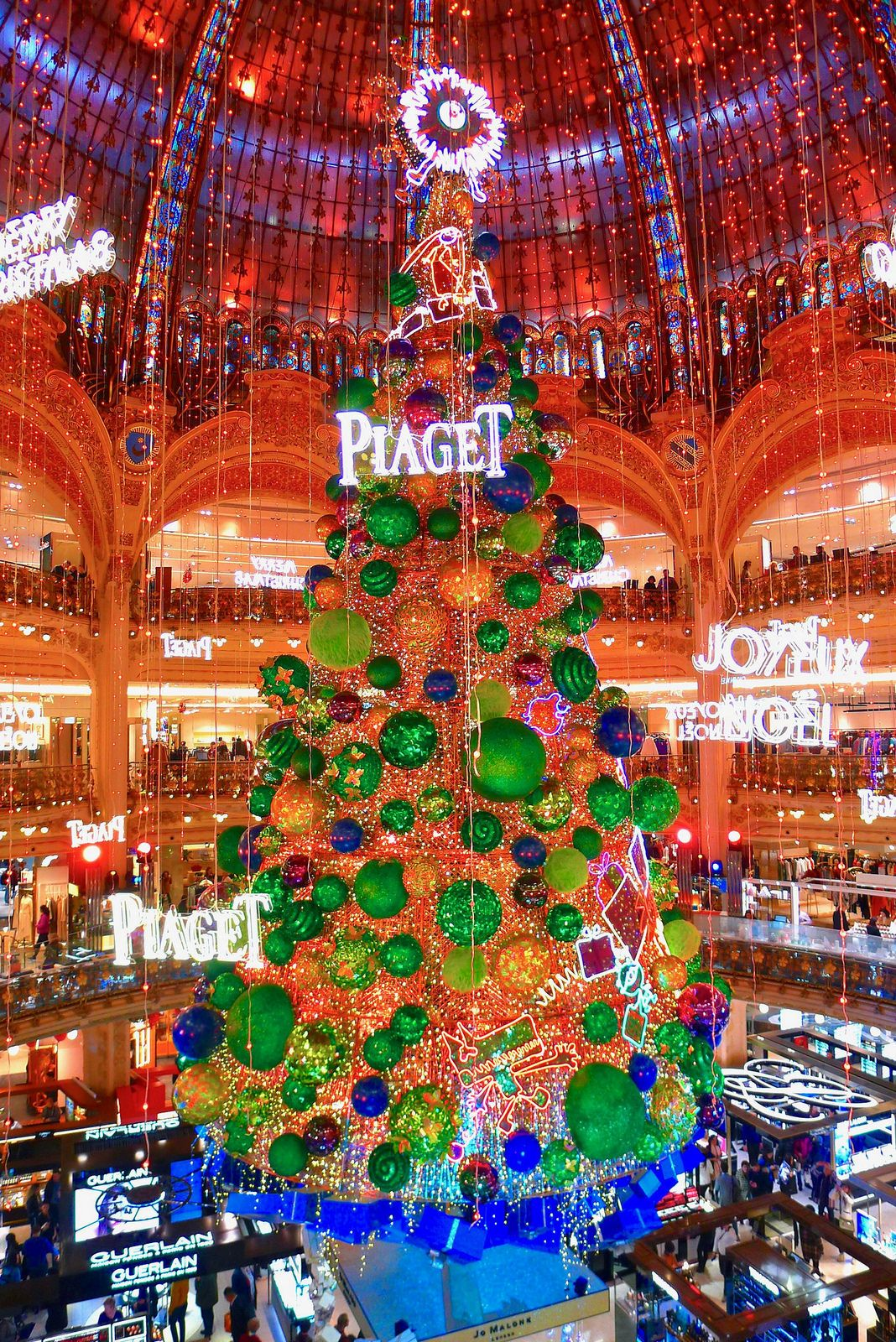 Beautiful Christmas Tree At Galeries Lafayette Paris Look Closely And You Will See The Some Of The Beautiful Christmas Trees Christmas Store Xmas Decorations