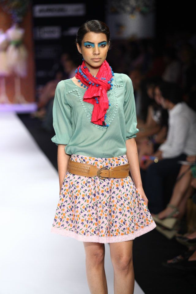 How coooooool is that! Casual chic... woot for this one!