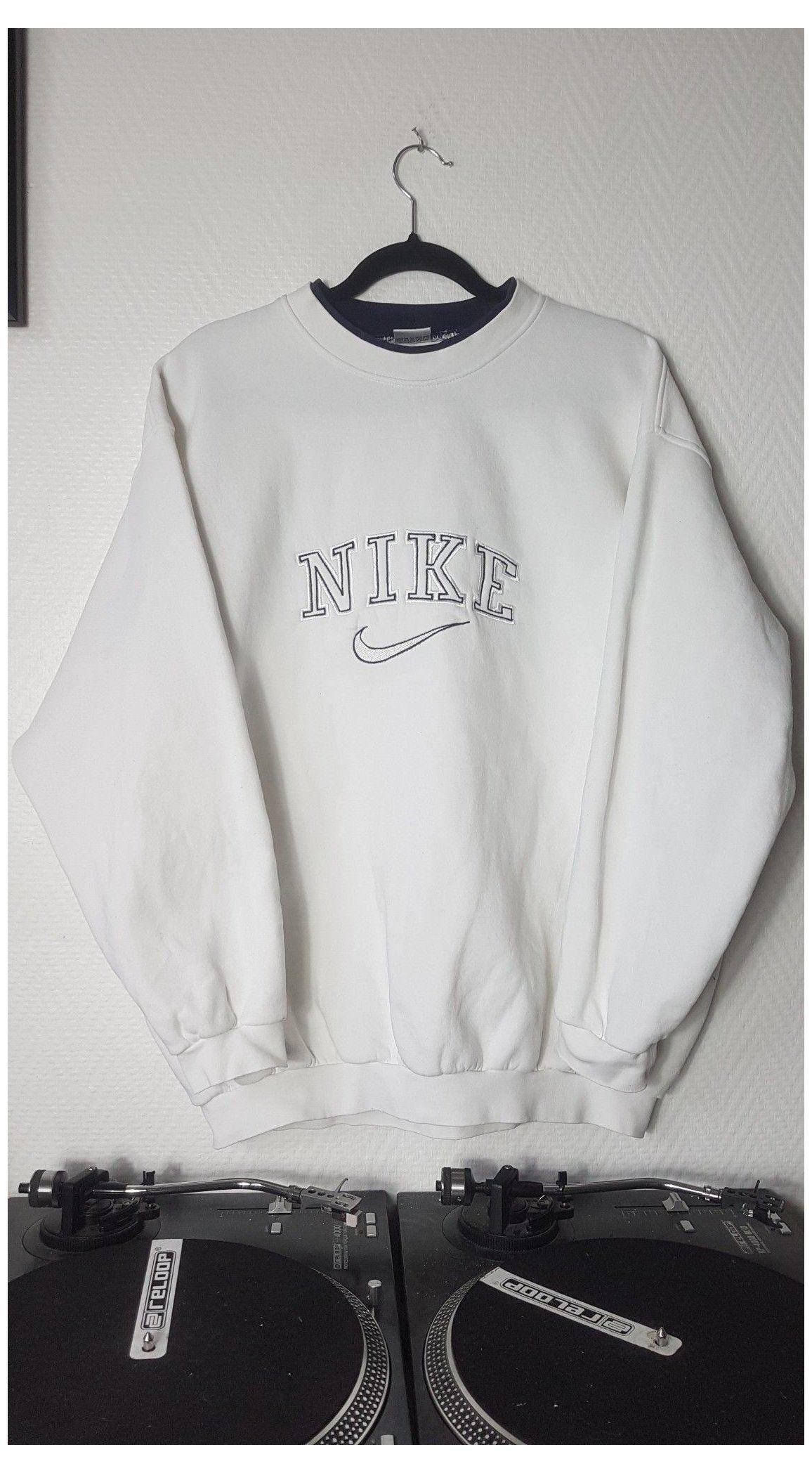 nike crewneck sweatshirt women outfit