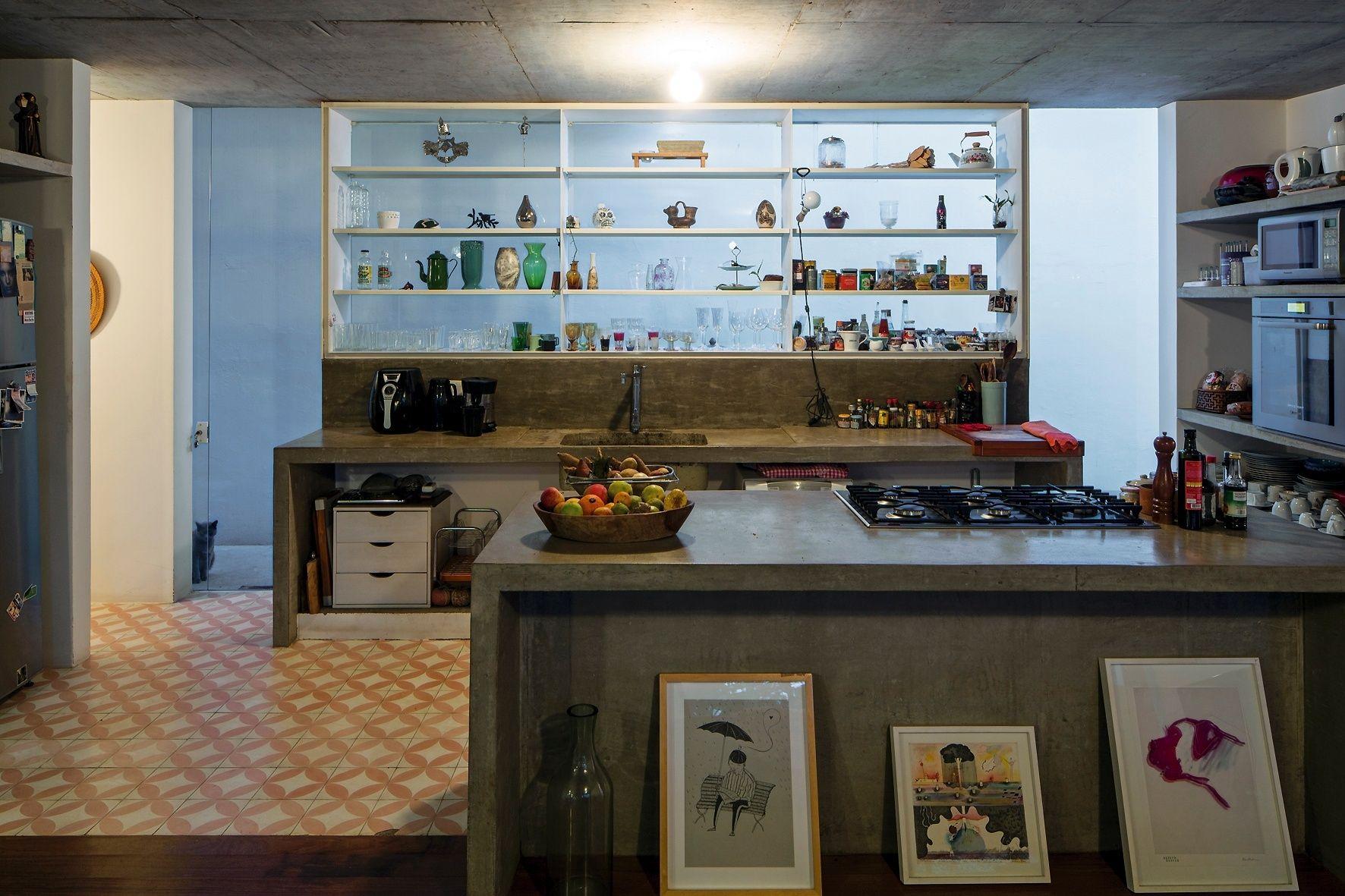 Casa De Cineastas Tem M Veis De Alvenaria Escrit Rio Independente  ~ Balcão De Cozinha Em Alvenaria
