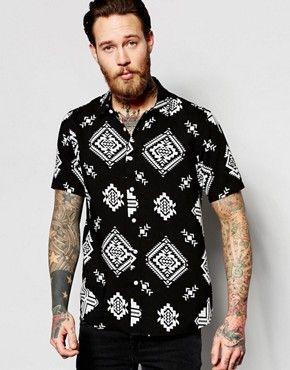Camisa de corte estándar de manga corta en color negro con estampado azteca  de ASOS