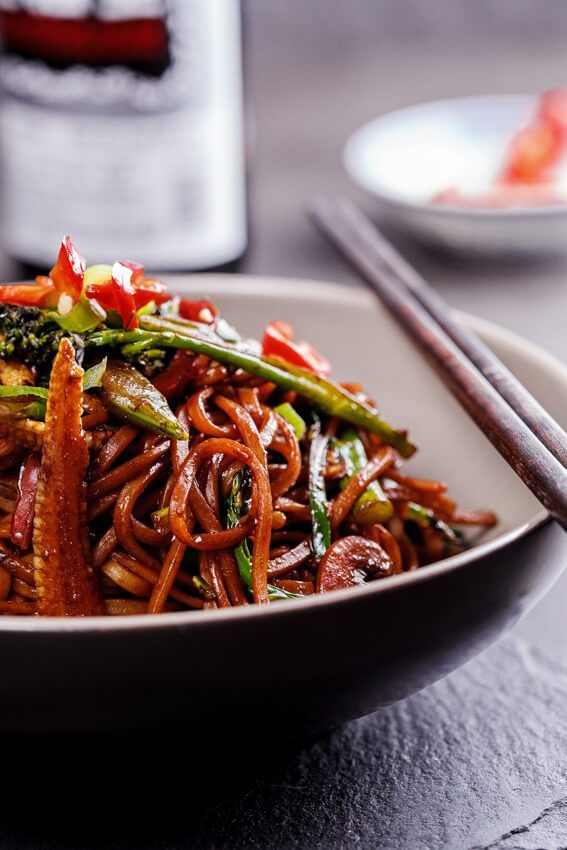 Easy vegetable chow mein simply delicious veggie yum this easy vegetable chow mein recipe takes less than 20 minutes to throw together and is a filling delicious weeknight meal forumfinder Choice Image