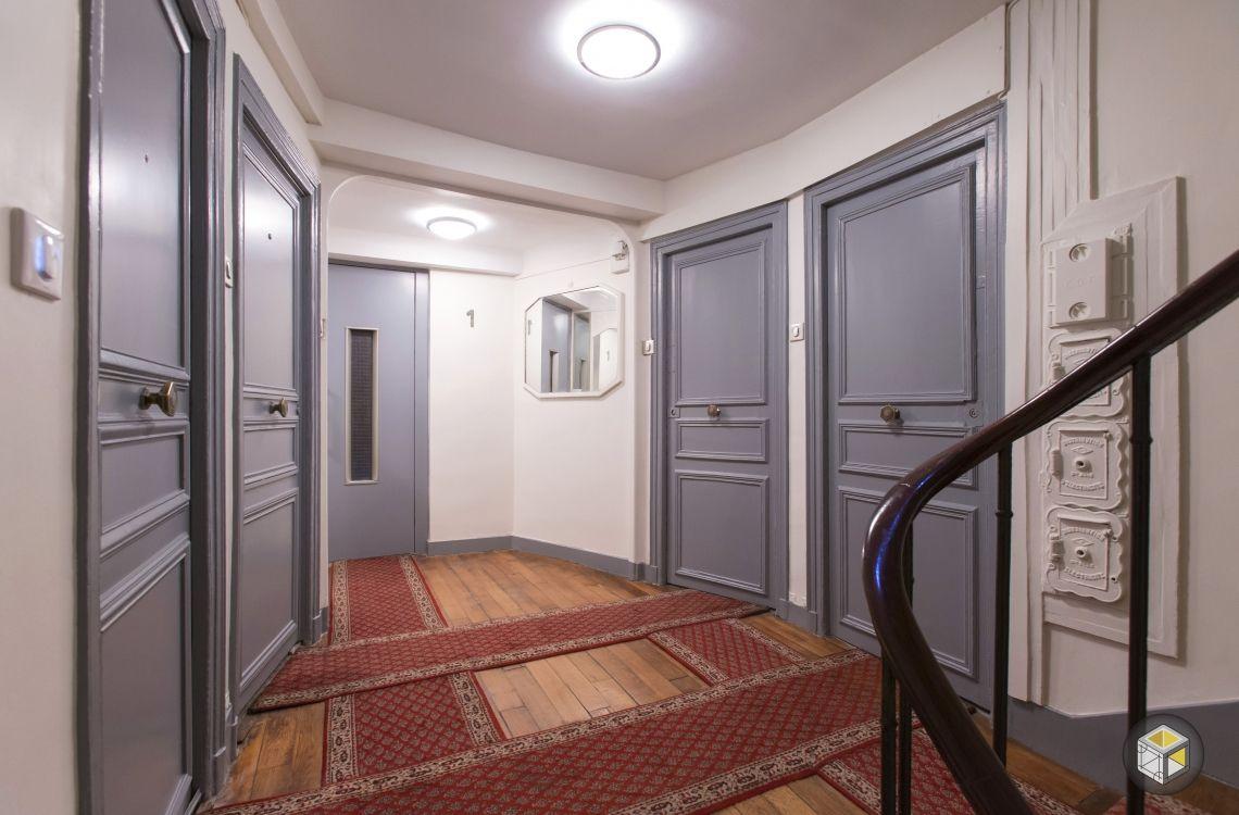 Palier de la cage d\'escalier rénovée   deco interieur   Pinterest
