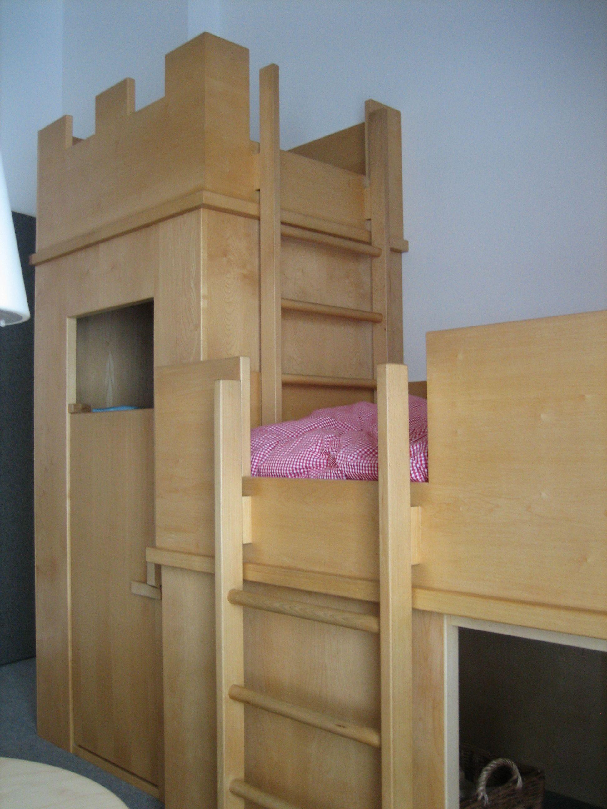 Was Fur Ein Kinderbett Im Turm Befindet Sich Der Kleiderschrank Haus Bauen Haus Kinderbett