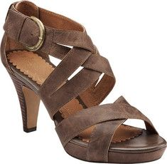 627096467c6 This leather sandal features a small platform