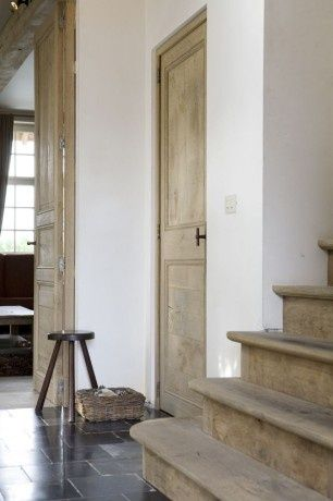 BETH WEBB INTERIORS Notice, no trim around doors Architectural - charmantes appartement design singapur