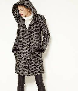 68ff09cb8c80e Vente Manteau femme chevrons - Camaïeu S il y a bien une pièce que l on  prend le temps de choisir l hiver c est bien le manteau femme… Craquez pour  ce m