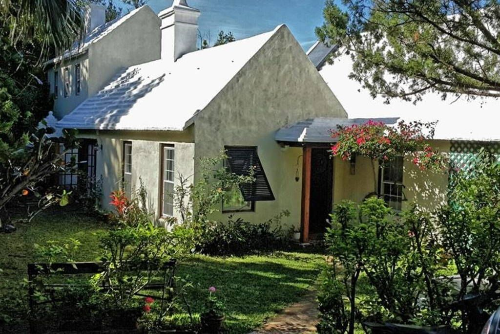 Bermudian Farmhouse Houses For Rent In Warwick Farmhouse House Renting A House House Styles