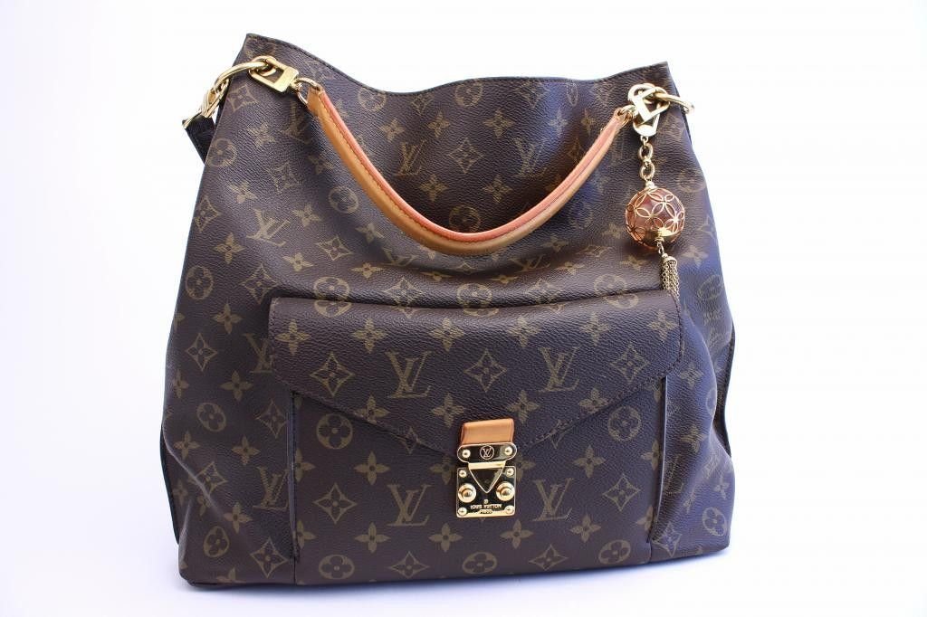 ec9b7781aaed LOUIS VUITTON Metis Monogram Handbag with Extra Orb Charm RESERVED