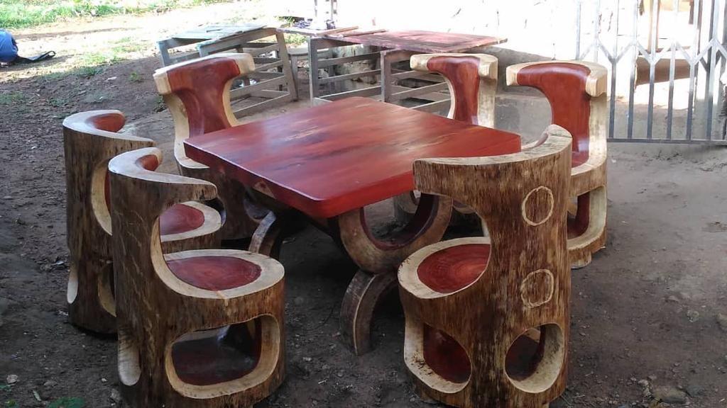 Salon Sculpte Dans Du Bois Padouck Au Cameroun Bar Table Decor Home Decor