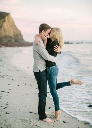 40 Cute Sweet Engagement Photo And Poses Ideas Pose Engagements