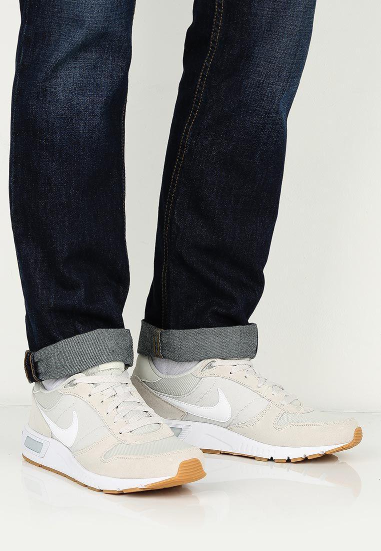 Кроссовки Nike NIKE NIGHTGAZER купить за 5 190 руб NI464AMJEZ61 в  интернет-магазине Lamoda.ru a6826557878